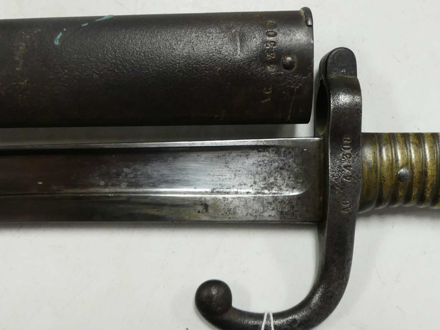 A French model 1866 Chassepot bayonet, the 57cm Yataghan shaped blade etched to the back edge Mre d' - Image 6 of 12
