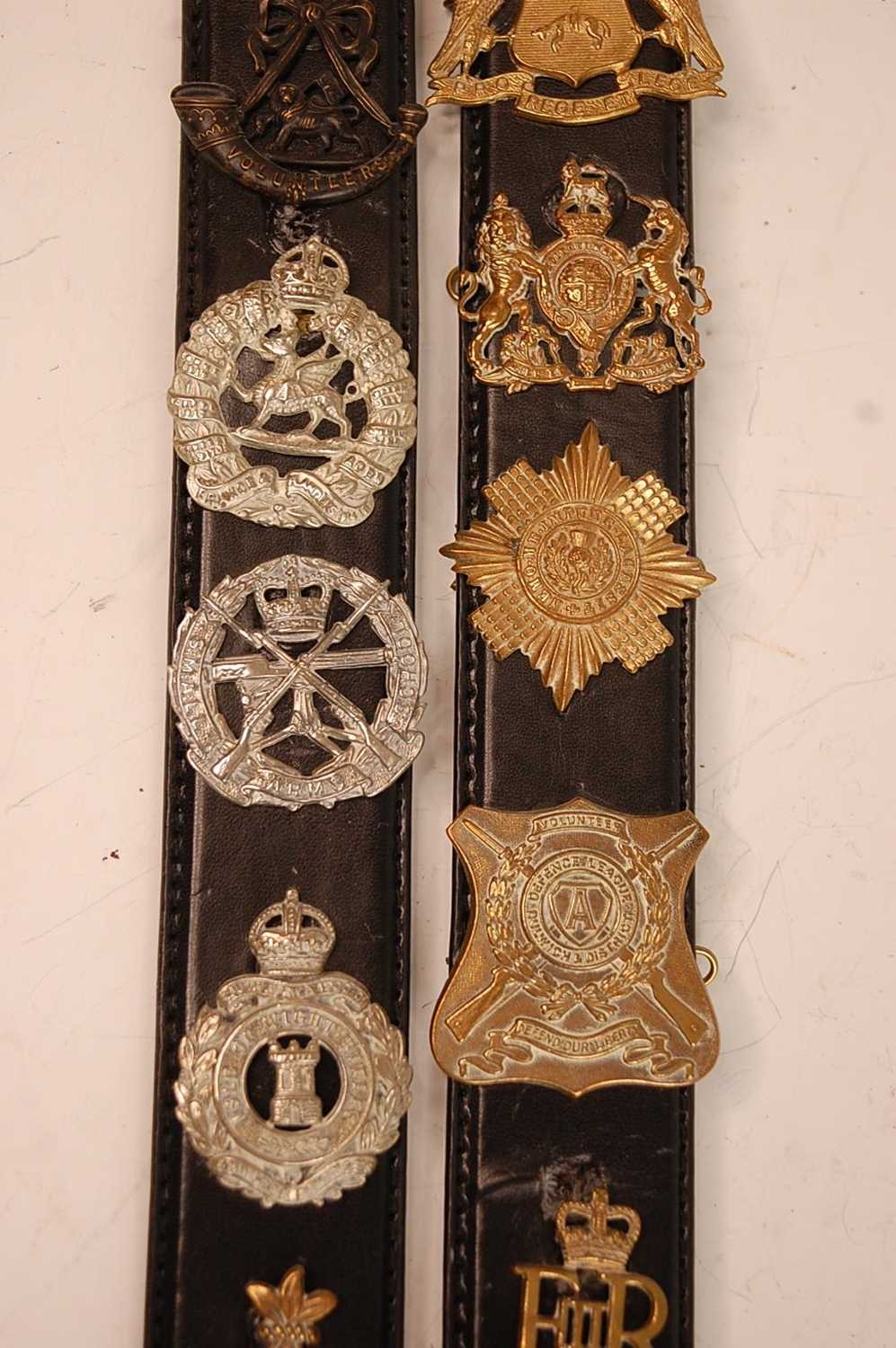 A collection of cap badges and insignia to include The Border Regiment, Cornwall Regiment, East - Image 3 of 9