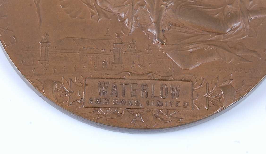 France, Paris 1900 Exposition Universelle Internationale bronze medal, designed by Chaplain, obv; - Image 3 of 5