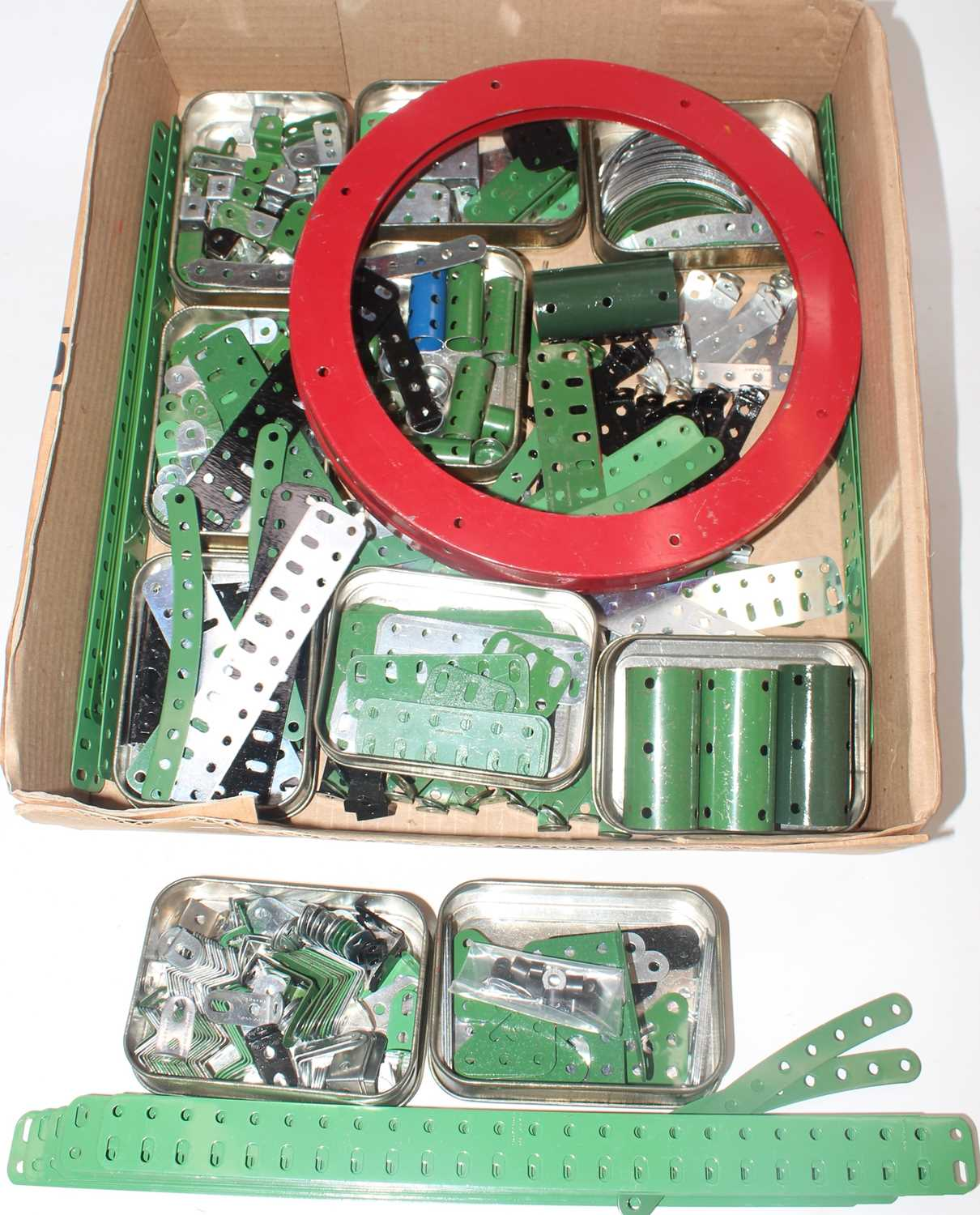 Five trays/boxes containing a number of various 1950s to 1980s red, green, and base metal Meccano - Image 6 of 6