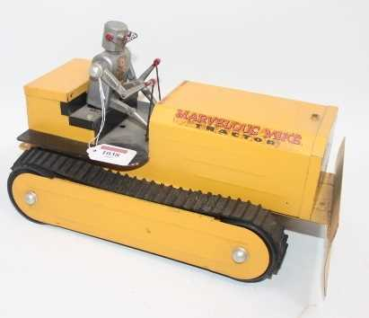 """Saunders (USA) Tinplate Battery Operated """"Marvellous Mike"""" Robot Tractor - impressive pressed - Image 2 of 2"""