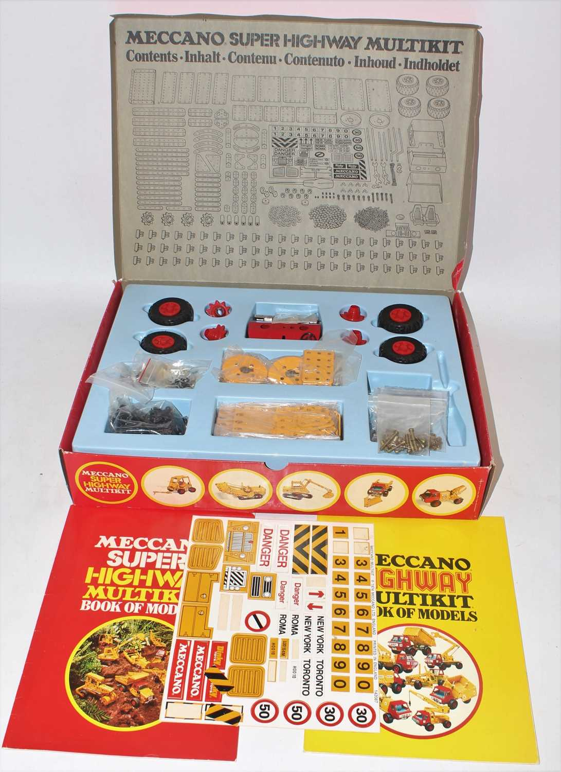 A collection of Meccano mixed issue construction kits and empty boxes to include a Meccano Super - Image 4 of 4