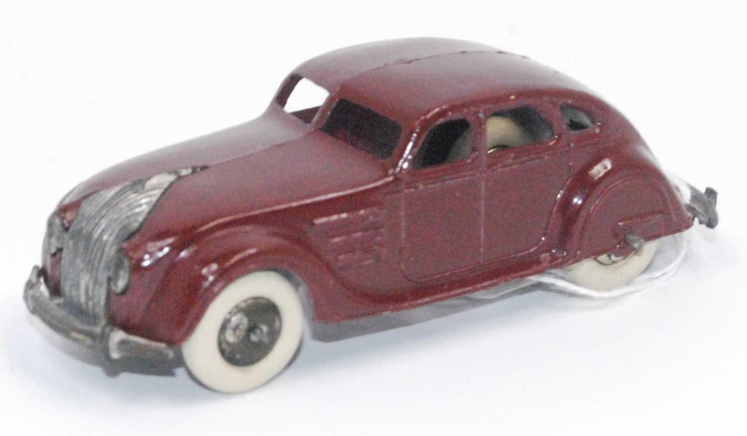 Dinky 30a Chrysler Airflow Saloon in Maroon with bare metal hubs does have one chip to rear split