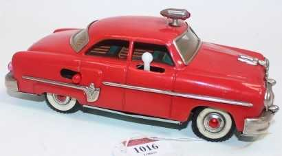 """Mizuno of Japan, tinplate and battery operated model of a Buick Style """"Electromobile"""" Car, red - Image 2 of 2"""