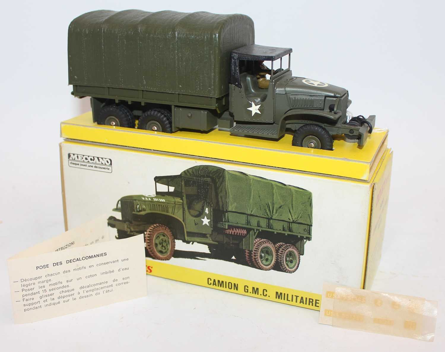 French Dinky Toys Camion 809 G.M.C. Militaire Bache. In olive green with U.S. Army livery and - Image 2 of 2