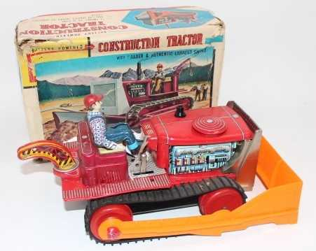 """TN Toys (Japan) tinplate """"Construction Tractor"""" - impressive battery-operated model is red, with - Image 2 of 3"""