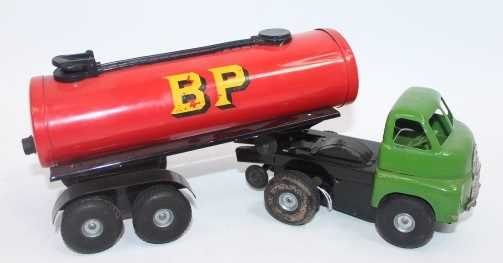"""Triang Minic 3143 No.3 """"Push-n-Go"""" Articulated Shell Tanker, large scale pressed steel model with - Image 2 of 2"""