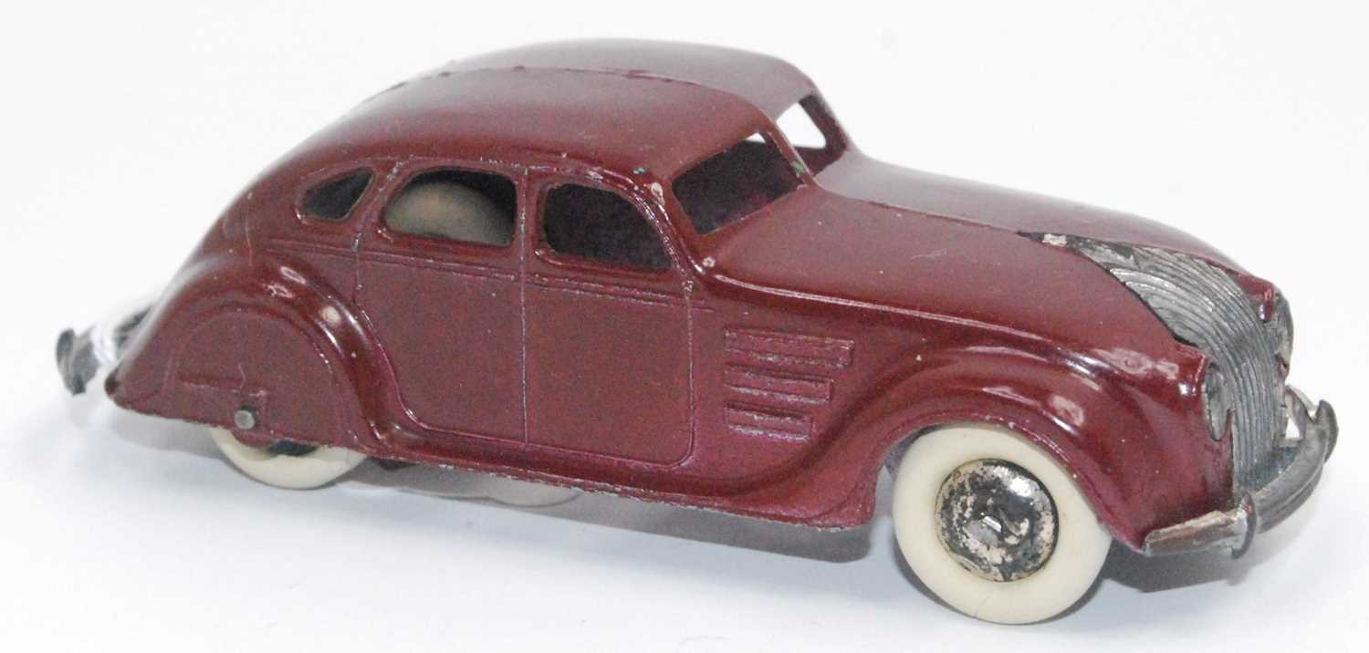 Dinky 30a Chrysler Airflow Saloon in Maroon with bare metal hubs does have one chip to rear split - Image 2 of 2