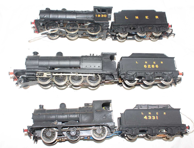 Three kit built LNER black loco and tenders:- 04 K's kit 2-8-0 6286, J39 0-6-0 1930 Wills Kit, J39 - Image 2 of 2