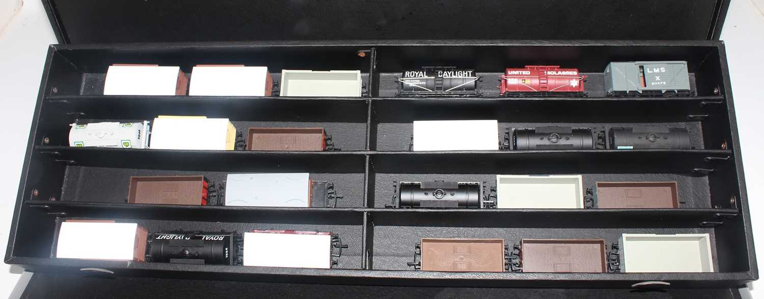 According to vendor, this lot is an original Mainline Salesman's carry case containing a quantity of - Image 3 of 6