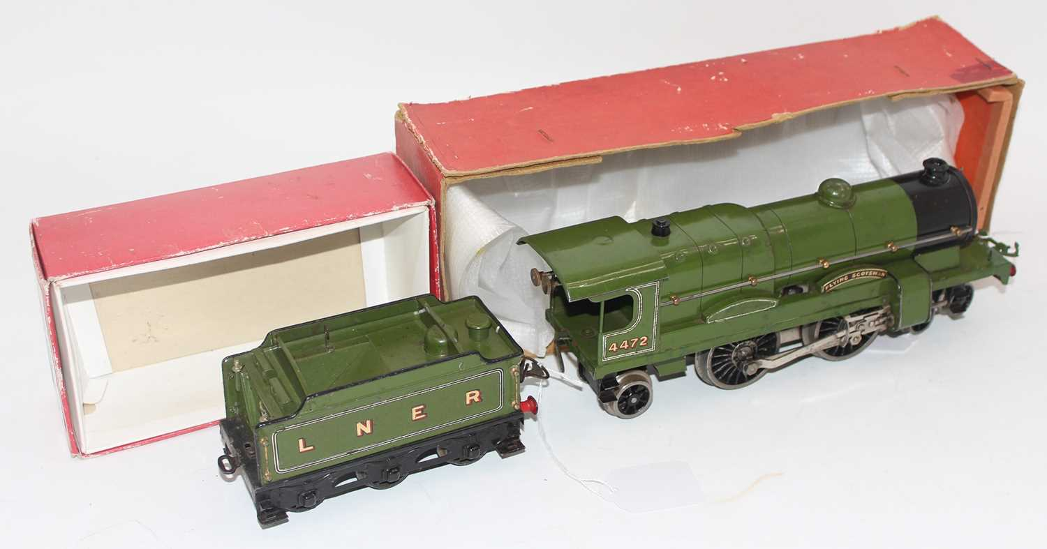 Hornby no. 3 loco and tender Flying Scotsman. Vendor advises converted to clockwork from electric, - Image 2 of 2