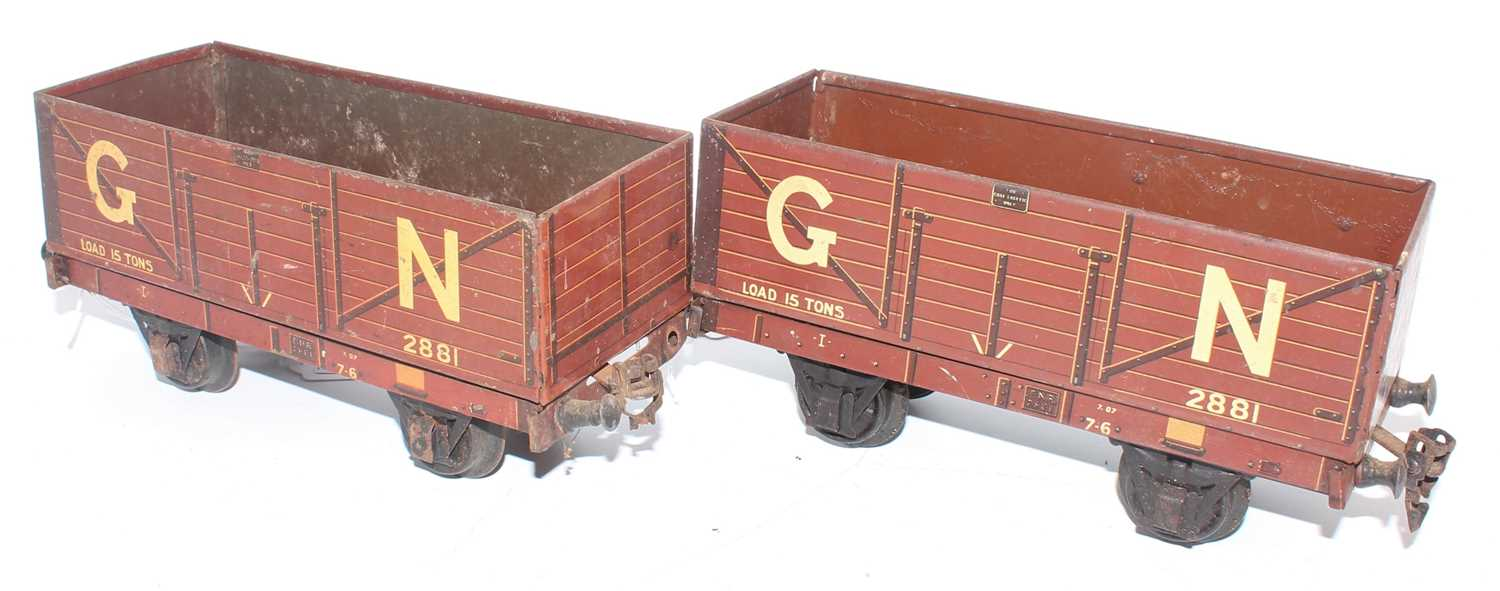 """Gauge 1 Marklin for Gamages:- two 7 plank 15 tons open wagons """"GN"""" no. 2881, 3 of 4 buffer beams - Image 2 of 2"""