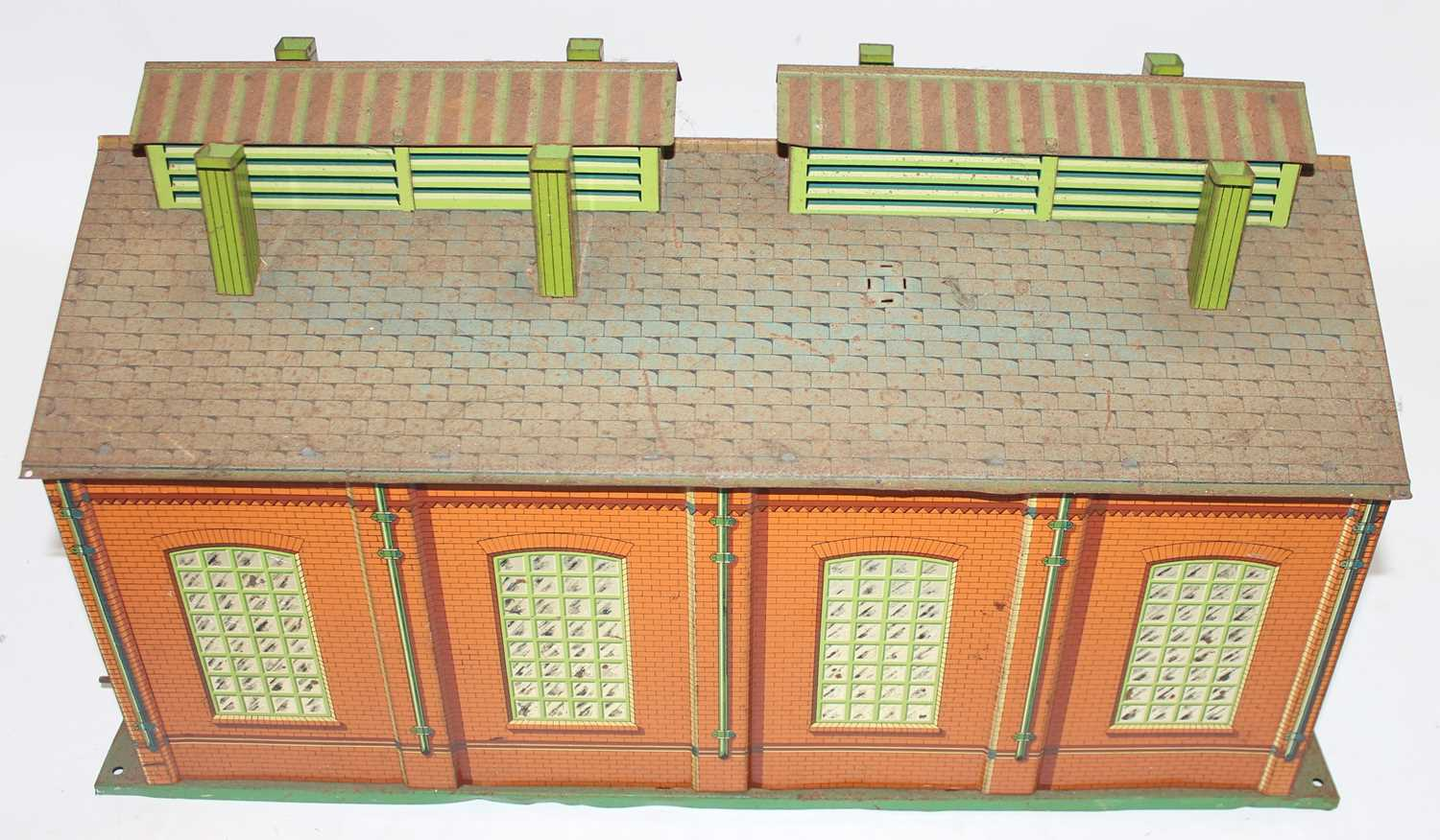 1935-41 Hornby E2E engine shed green base, yellow ridge tiles, inside of doors plain, missing one - Image 3 of 4