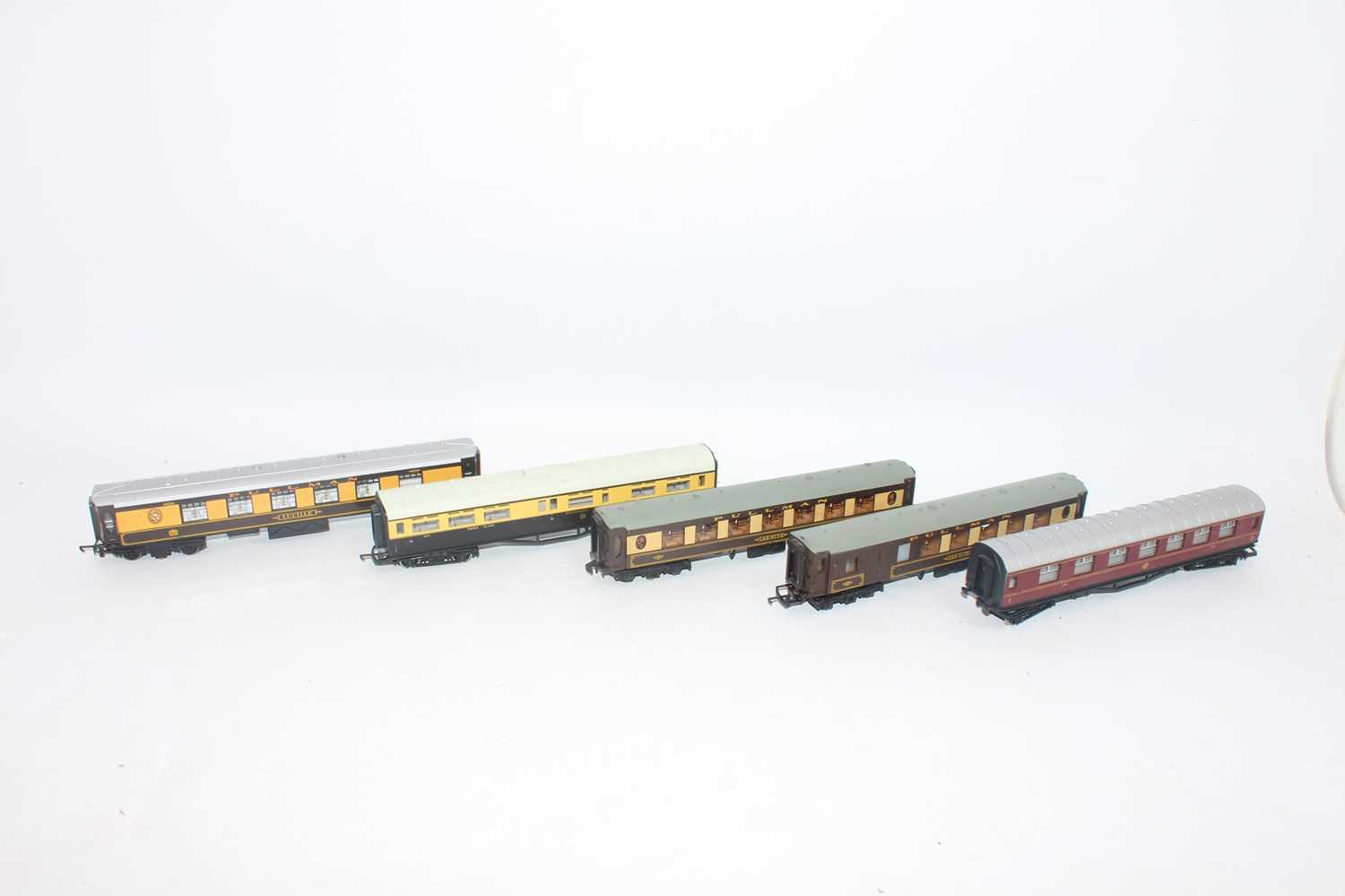 Five bogie coaches:- Pullman Lucille/Car 74 each wired for interior lighting, Car 79, GWR 1st