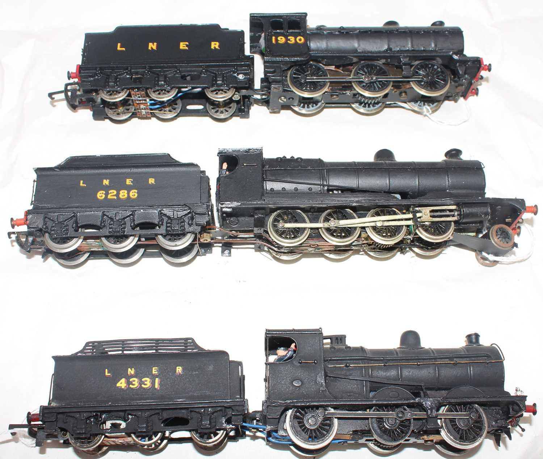 Three kit built LNER black loco and tenders:- 04 K's kit 2-8-0 6286, J39 0-6-0 1930 Wills Kit, J39