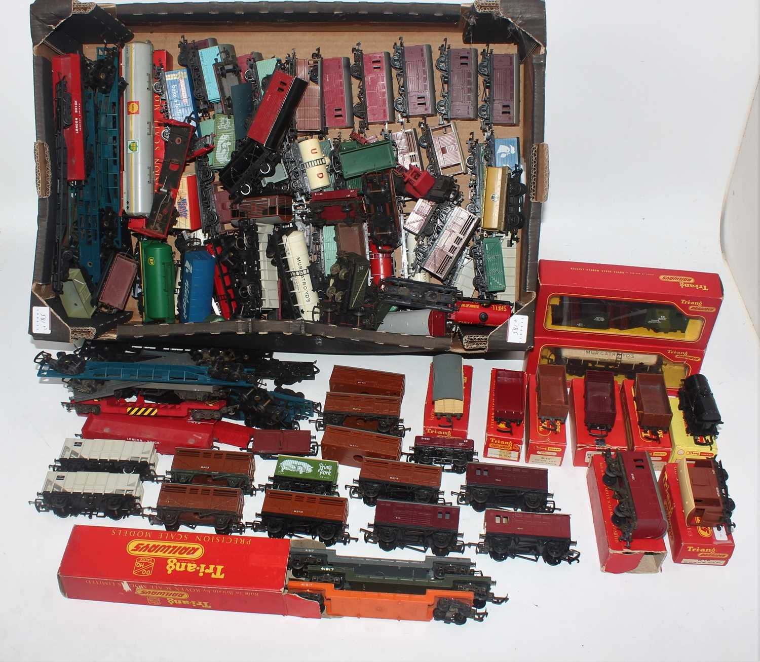 A large tray containing approx 120 Triang goods wagons, many from early years, also container flats,