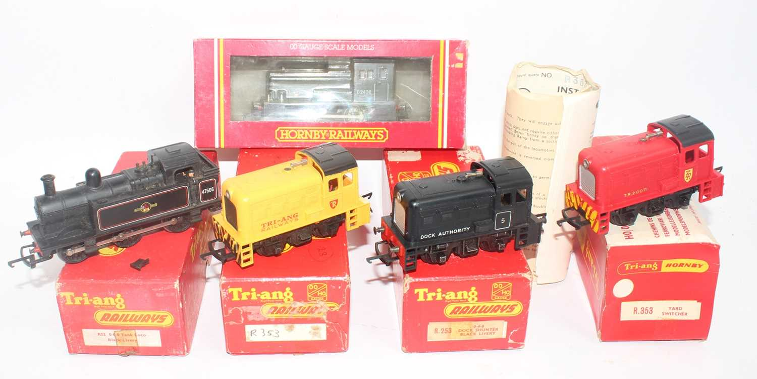 Five small Triang/Hornby locos: R875 BR 0-4-0 diesel shunter class 06 green (NM-BE); R253 0-4-0 dock