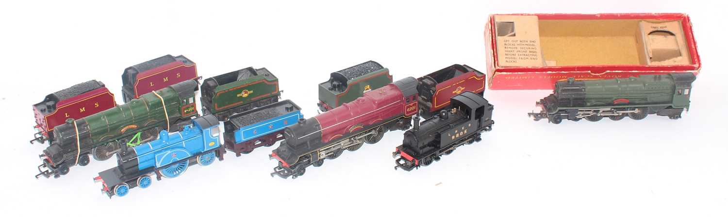 Various Triang locos:- R53 Princess Elizabeth green, 1 x LMS red, 1 x green for spares, R553 CR