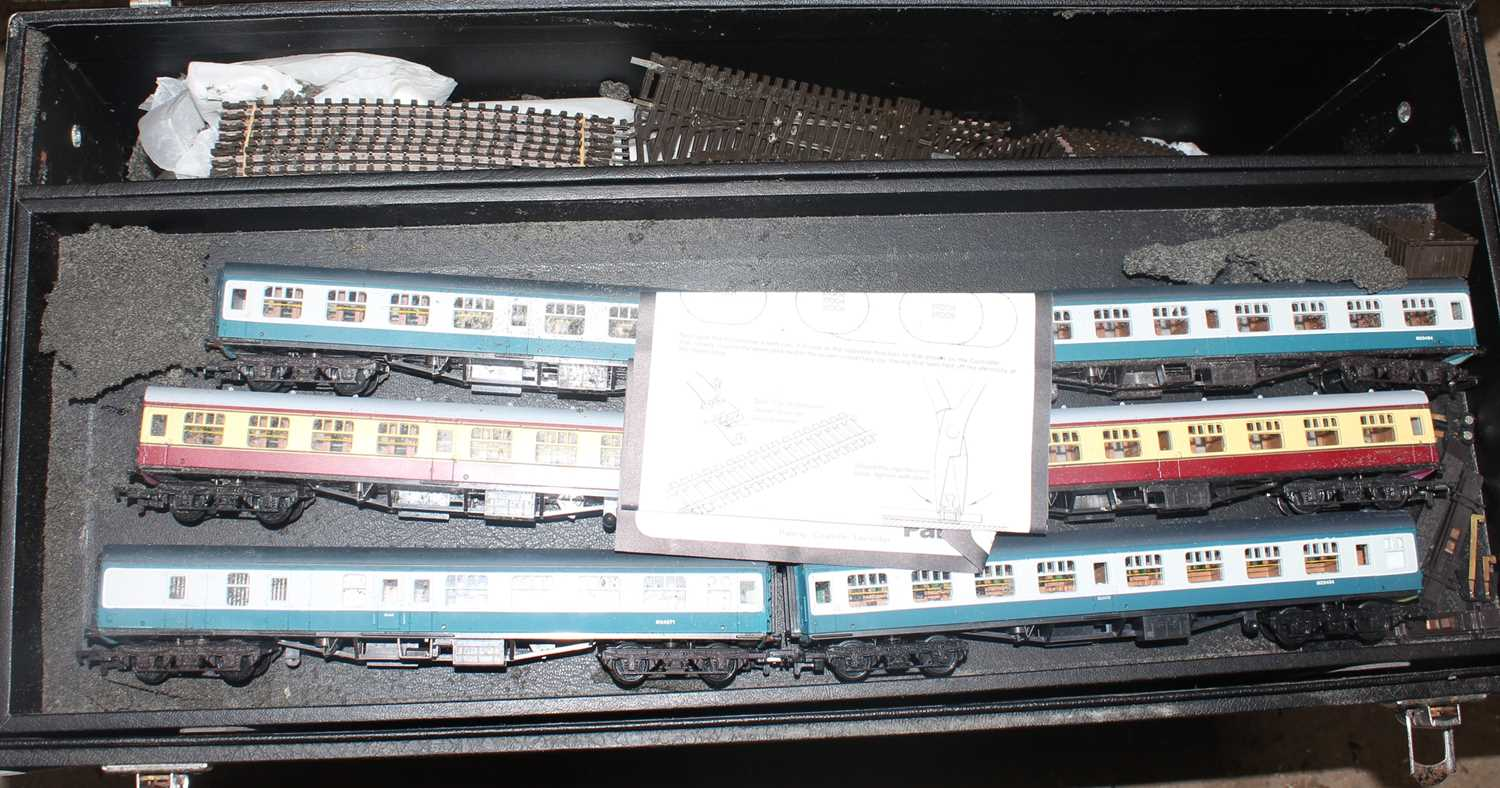 According to vendor, this lot is an original Mainline Salesman's carry case containing a quantity of - Image 6 of 6