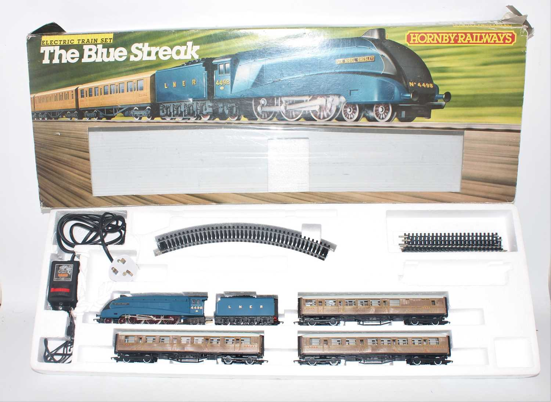 A Hornby Railways model No. R682 The Blue Streak gift set comprising of Sir Nigel Gresley locomotive