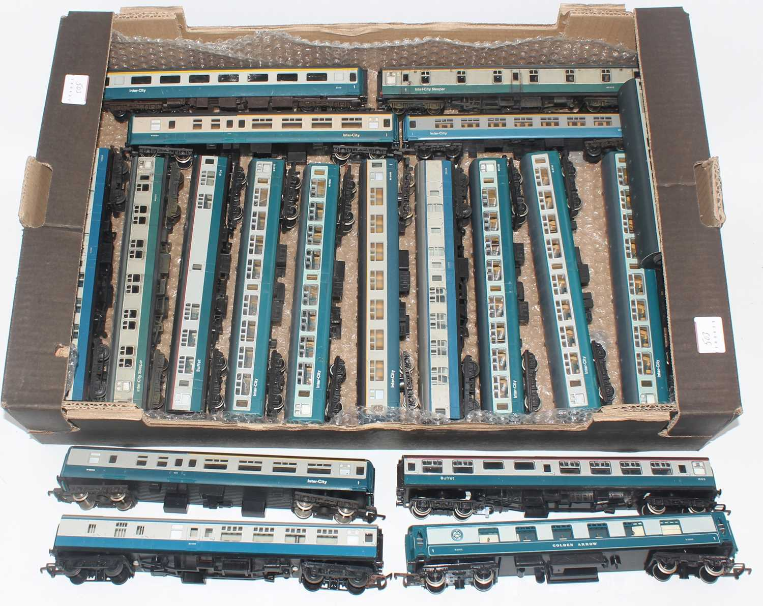 Tray containing 19 coaches all in BR blue/grey. Various makes and styles. Overall (VG-E)
