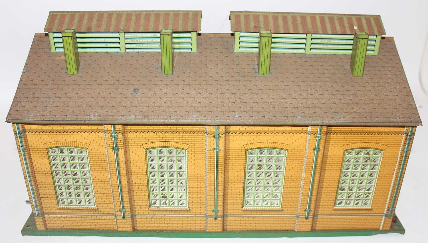 1935-41 Hornby E2E engine shed green base, yellow ridge tiles, inside of doors plain, missing one - Image 4 of 4