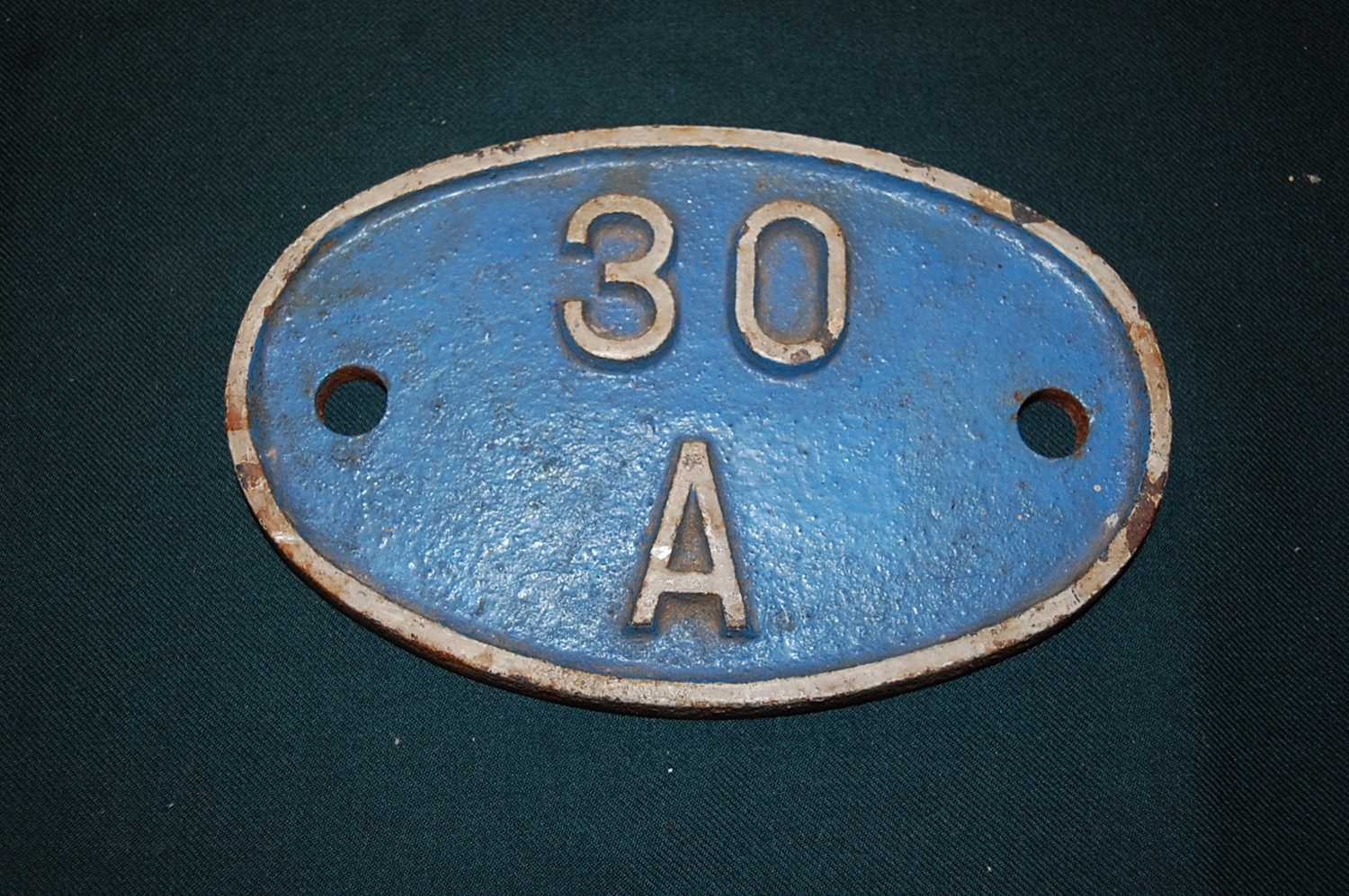 Original Shed Plate, 30a, Stratford, white on blue - Image 2 of 3