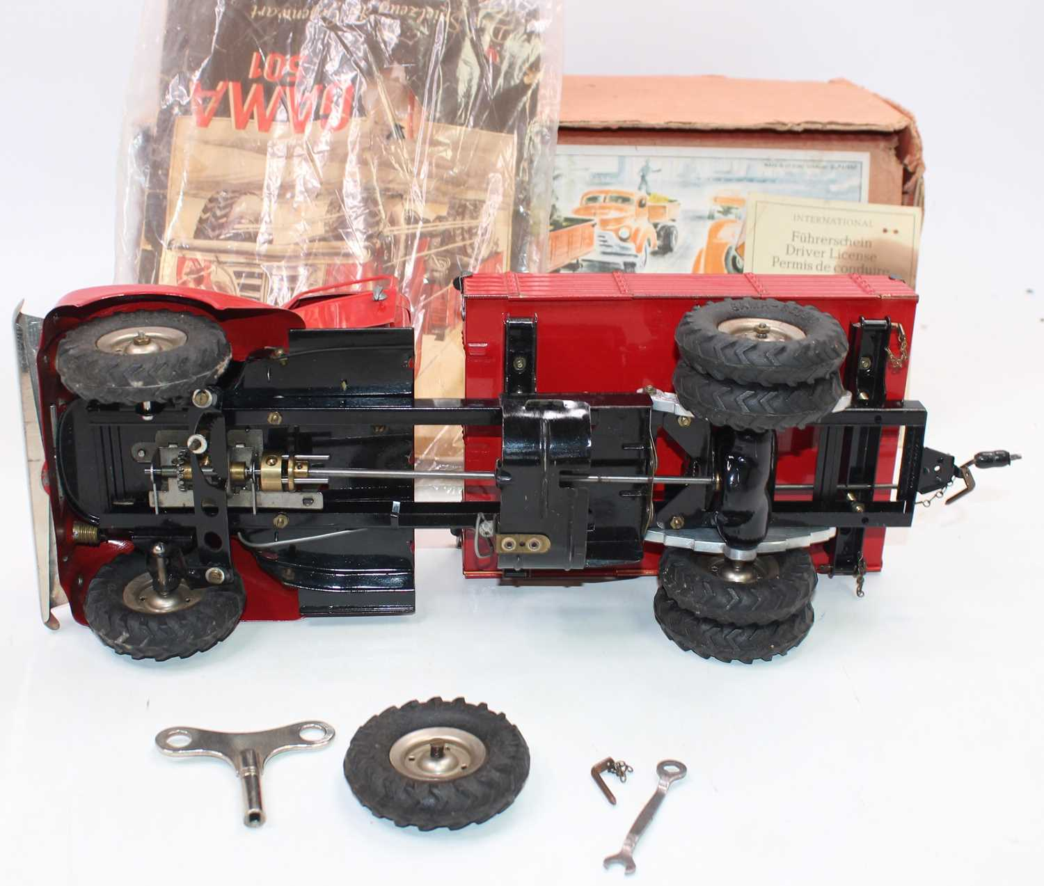 Gama No.501 battery operated and tinplate tipping truck, comprising red cab and back, black chassis, - Image 5 of 6