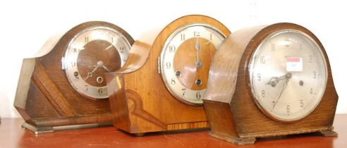 A 1950s walnut cased mantel clock, having enamelled chapter ring with Arabic numerals, chiming