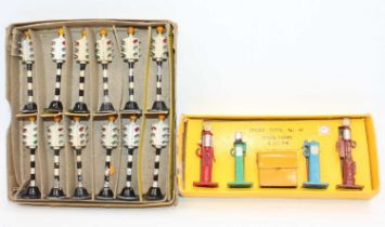 Boxed Dinky group of two as follows: Dinky original trade box of No.773 Robot Traffic Signals with
