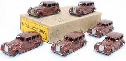 """Dinky Toys No.39a Packard """"Super 8"""" Touring sedan's in original Trade box containing 6 examples in"""