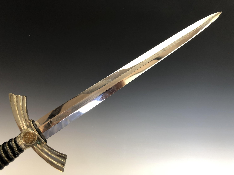 A German Third Reich Luftwaffe officer's first pattern dagger - Image 4 of 5