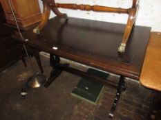 Small mid 20th Century oak draw-leaf dining table, a set of six (four plus two) ladderback dining