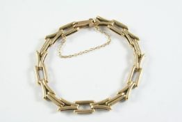 A 9CT GOLD FANCY LINK BRACELET 18cm long, 16.1 grams