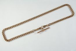 A 9CT GOLD CURB LINK WATCH CHAIN suspending a 9ct gold 't' bar, 45.5cm long, 39.6 grams