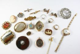 A QUANTITY OF JEWELLERY including a Victorian gold brooch set with a small diamond, a sapphire and
