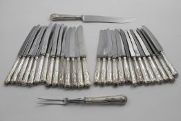 A LATE 20TH CENTURY SET OF FOURTEEN KING'S PATTERN TABLE KNIVES Fourteen side knives and a carving