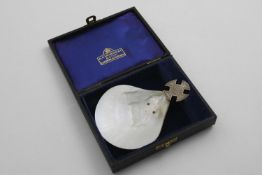 A MID 20TH CENTURY MOUNTED MOTHER OF PEARL SHELL BAPTISMAL SPOON OR SCOOP with an engraved cruciform