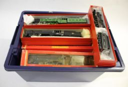 HORNBY LOCOMOTIVES 16 various locomotives including boxed and unboxed examples (R133 Everton,