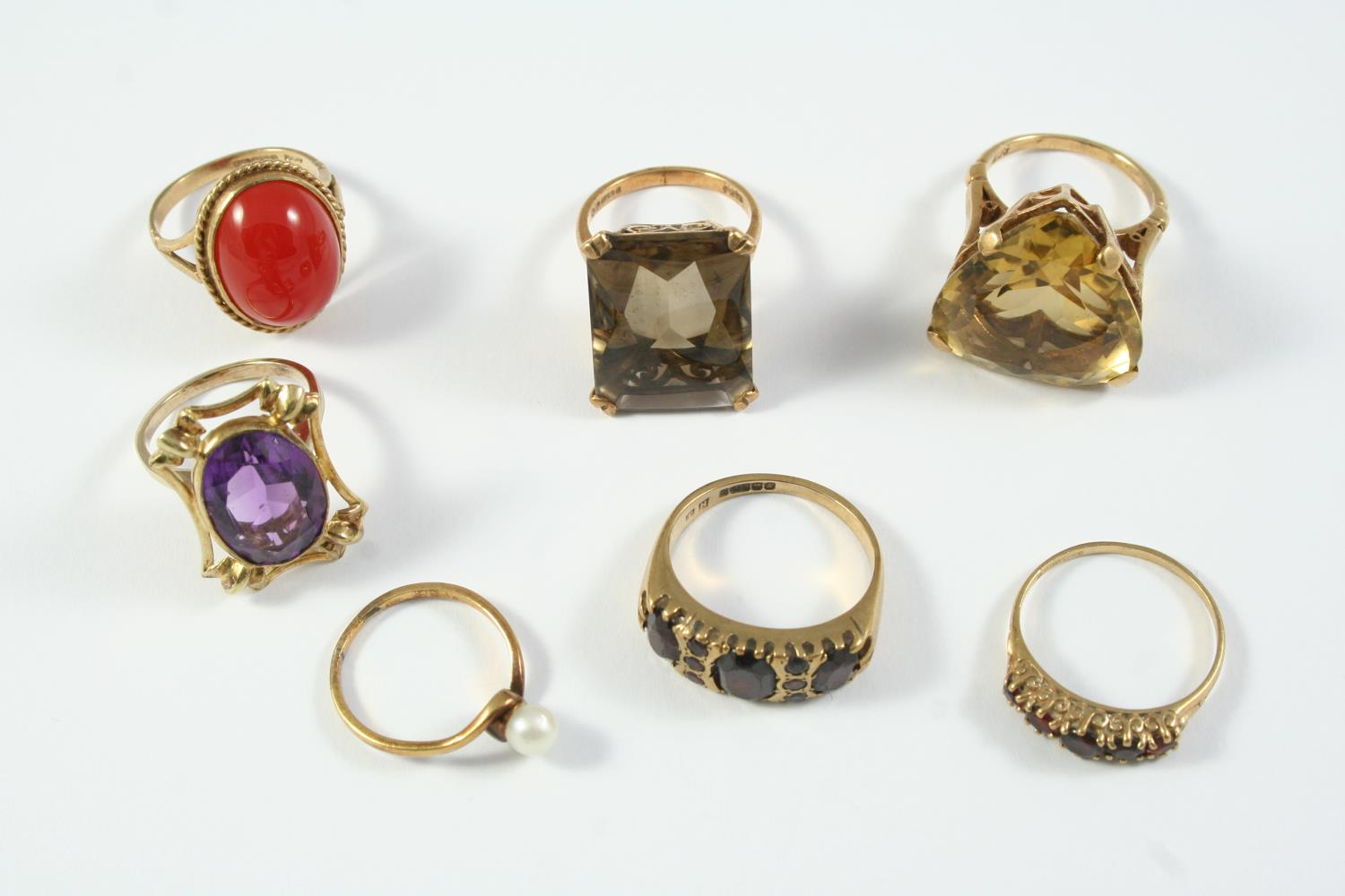 SEVEN ASSORTED GOLD AND GEM SET RINGS
