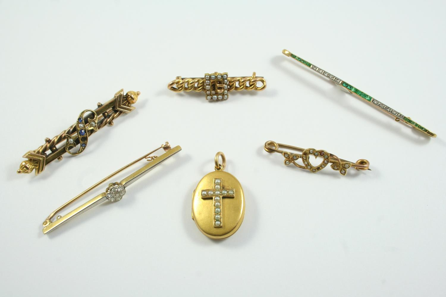 A DIAMOND CLUSTER BAR BROOCH set with circular-cut diamonds in 15ct gold, 6.3cm long, together