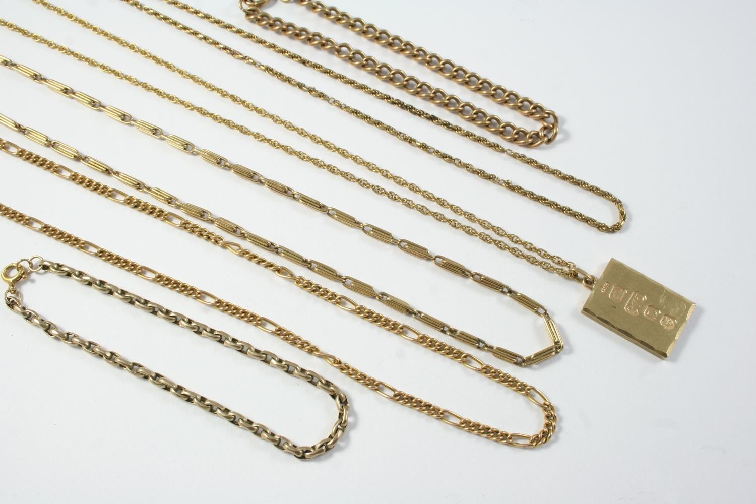 A GOLD FANCY LINK CHAIN NECKLACE 43.5cm long, together with a 9ct gold ingot pendant, on a gold