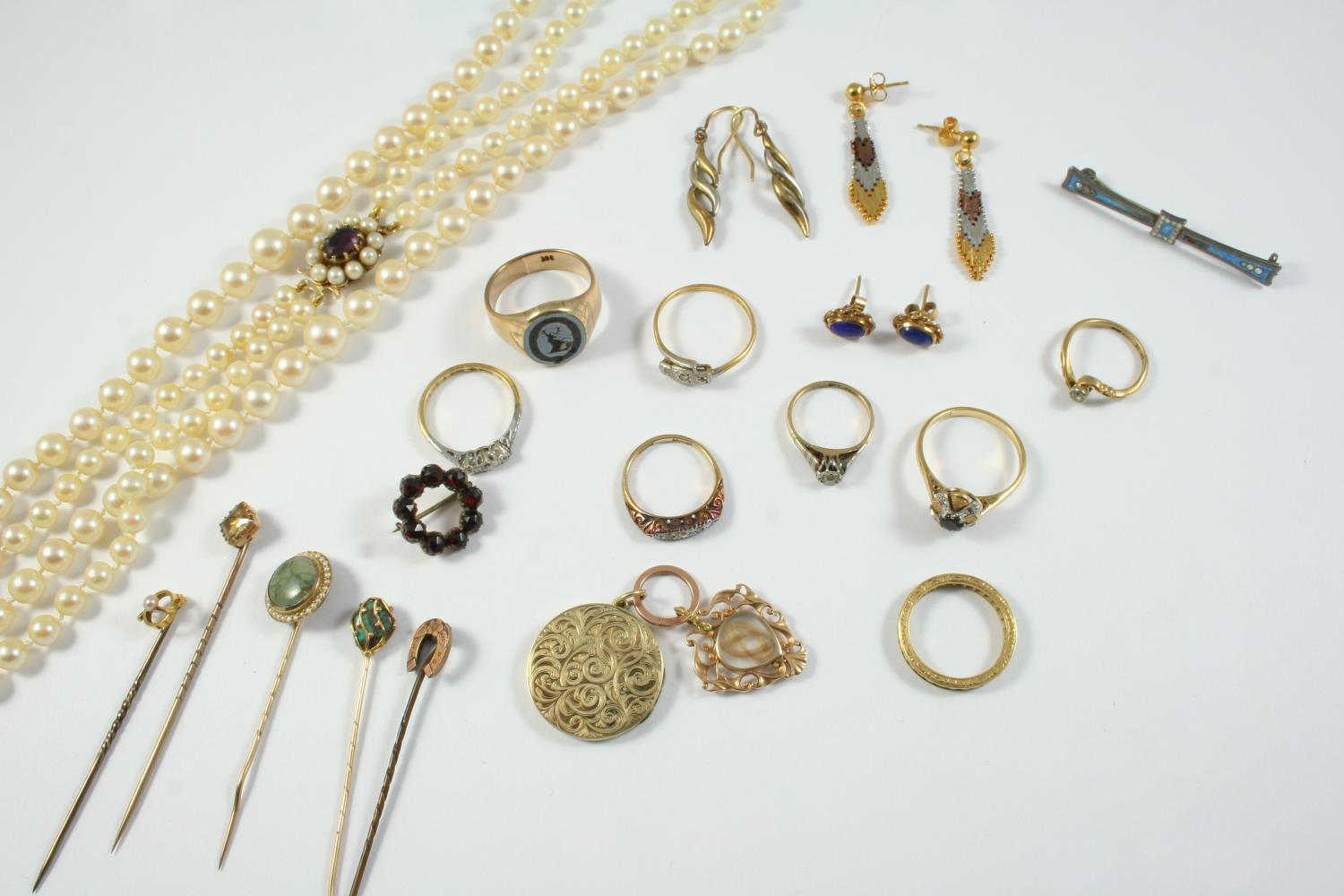 A QUANTITY OF JEWELLERY including a sapphire and diamond ring, set in 18ct gold, a diamond three