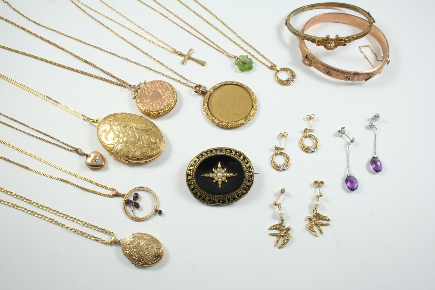 A QUANTITY OF JEWELLERY including a tourmaline and diamond flowerhead pendant, on a 9ct gold fine