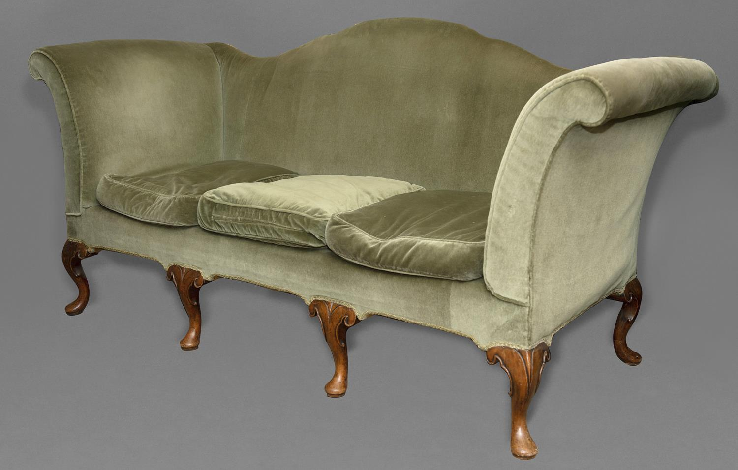 A QUEEN ANNE STYLE THREE SEATER SETTEE. The settee upholstered in green velvet with an arched and - Image 2 of 2