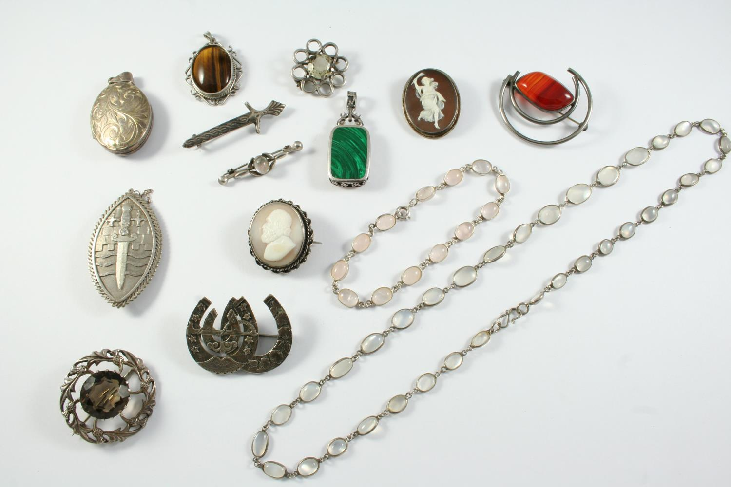 A QUANTITY OF JEWELLERY including a moonstone spectecle necklace and bracelet, assorted silver