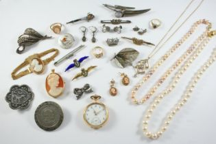 A QUANTITY OF JEWELLERY including an 18ct gold open faced pocket watch, an 18ct gold and pearl set