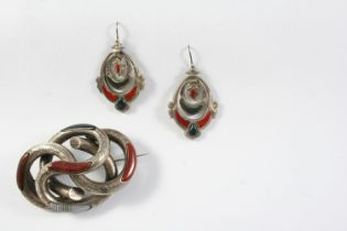 A SCOTTISH HARDSTONE AND SILVER BROOCH 6cm wide, together with a pair of Scottish hardstone and
