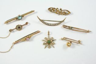 A ZIRCON AND PEARL SET BROOCH the circular-cut zircon is mounted with two small pearls, in yellow