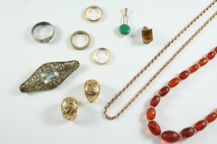A QUANTITY OF JEWELLERY including a 9ct gold wedding band, 2.4 grams, an 18ct gold wedding band, 1.7